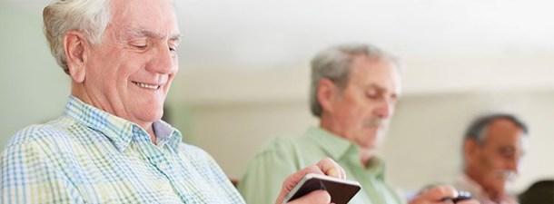 Aplicaciones móviles para mayores: porque ellos también pueden distraerse con la tecnología