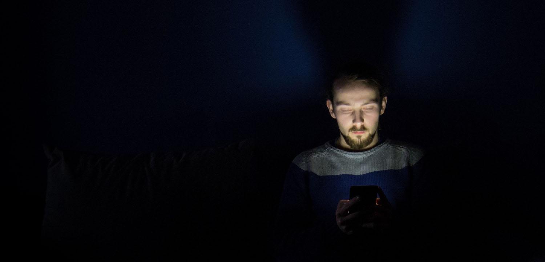 ¿No para de aumentar tu miopía? Apartar la vista del smartphone te ayudará a cambiarlo