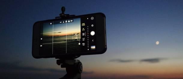 fotografiar las estrellas con tu smartphone móvil foto trípode