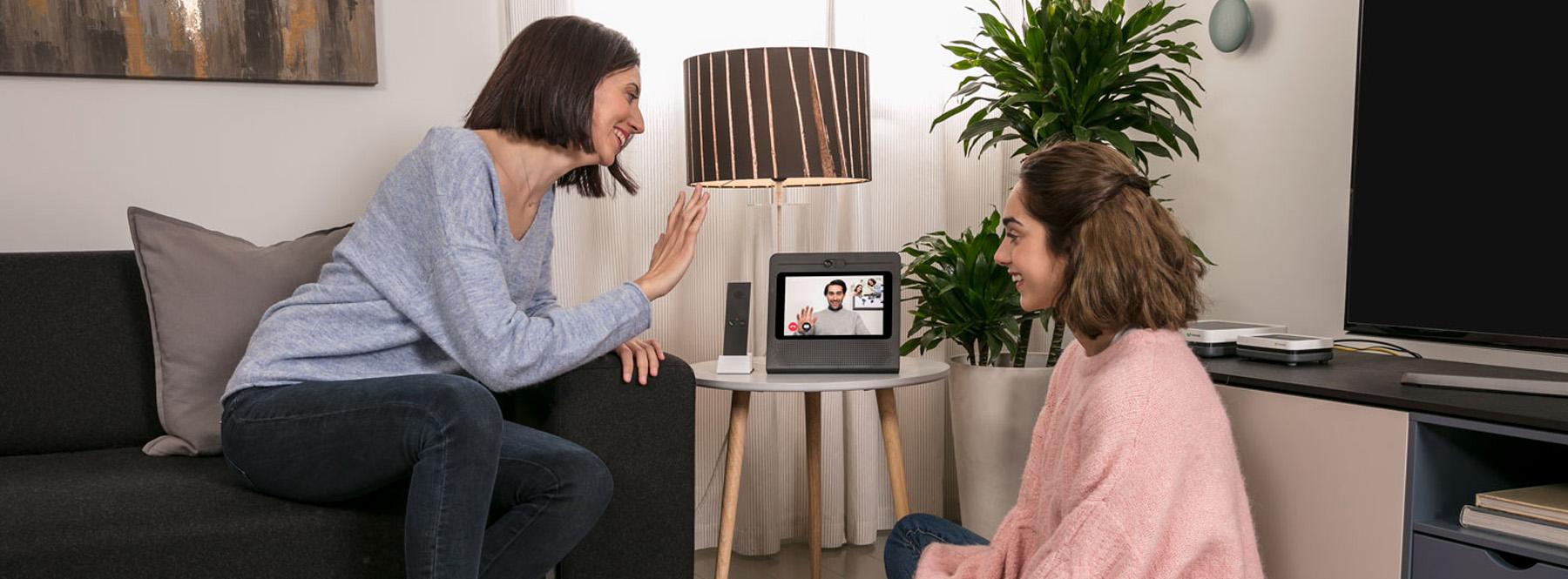 Cómo hacer llamadas y videollamadas con Movistar Home