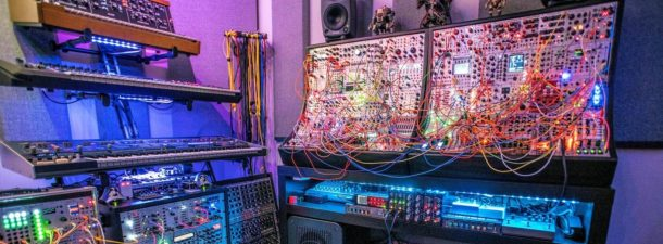 Música con sintetizador modular: la nueva moda que arrasa en YouTube
