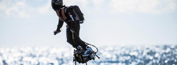 ¿Es posible volar? Así es el nuevo y desconocido deporte que permite hacerlo sobre una tabla