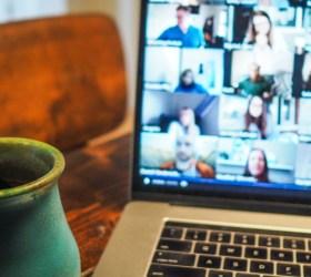 Zoom y Skype te ayudan a cambiar de fondo en tus videollamadas