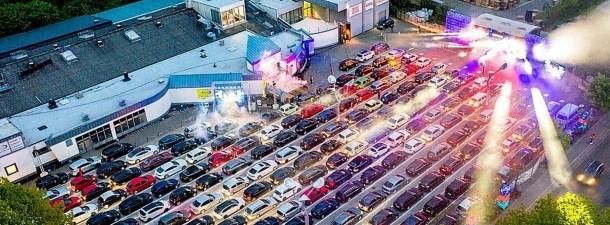 Noches de fiesta y electrónica desde el coche, la solución de Alemania y Dinamarca