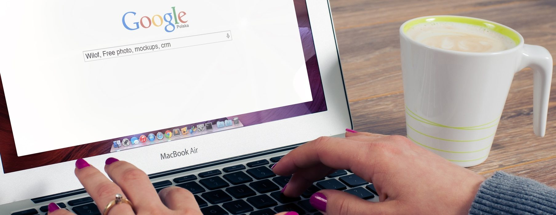 Seguimiento de usuarios en sitios web de extrema derecha y extrema izquierda