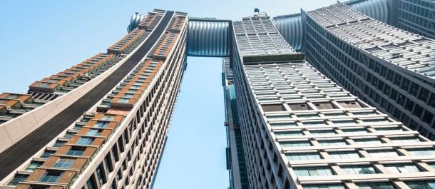 The-Crystal-rascacielos-horizontal-desde-abajo