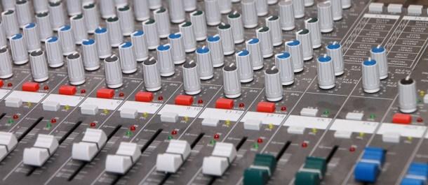 consola-de-efectos-de-sonido-podcast-radio