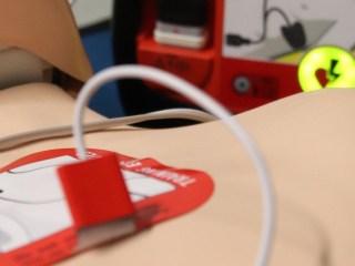desfibrilador paro cardiaco telefonica aena aeropuertos