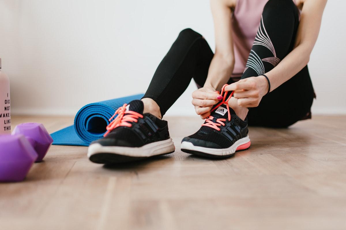 Cómo hacer deporte en casa: herramientas para conseguirlo