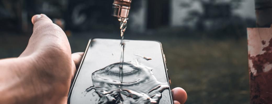 Las distintas certificaciones que tienen los móviles resistentes al agua.