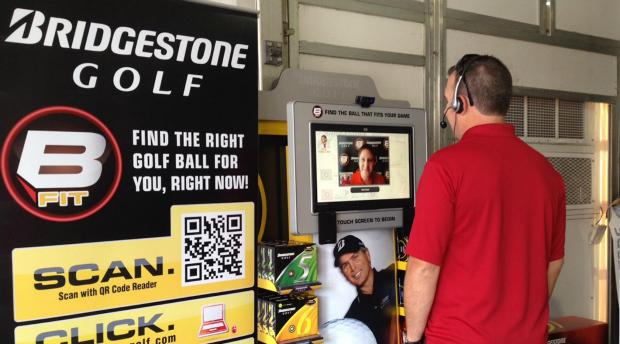 Bridgestone ha instalado kioscos en tiendas de golf para ofrecer asesoramiento