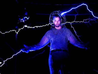 Ilusionismo y electricidad… el espectáculo está servido con David Blaine