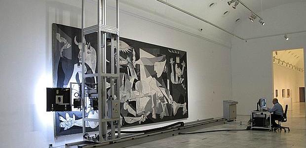 Guernica robot mid