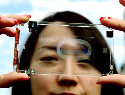 Prototipo del primer smartphone transparente