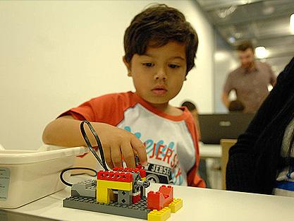 Yo robot: aprendiendo de artistas cibernéticos