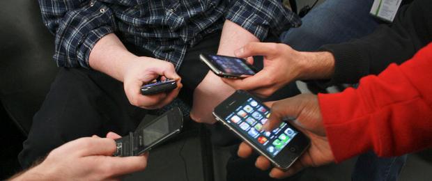 La evolución de los teléfonos móviles, Darwin y los pulgares